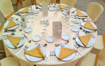 La colocación de los cubiertos en la mesa